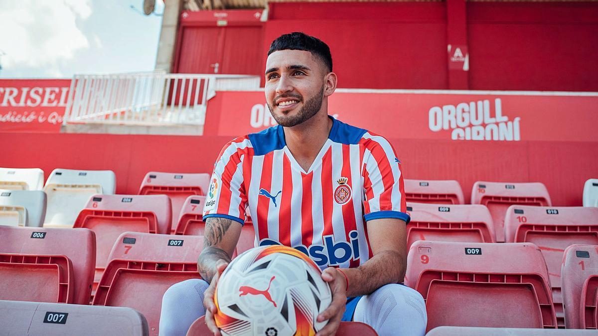 Nahuel Bustos va ser presentat ahir a l'estadi de Montilivi on viurà la seva segona temporada de blanc-i-vermell.   GIRONA FC