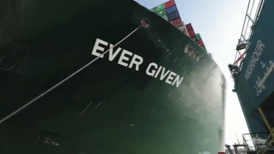 El canal de Suez se desbloquea por fin