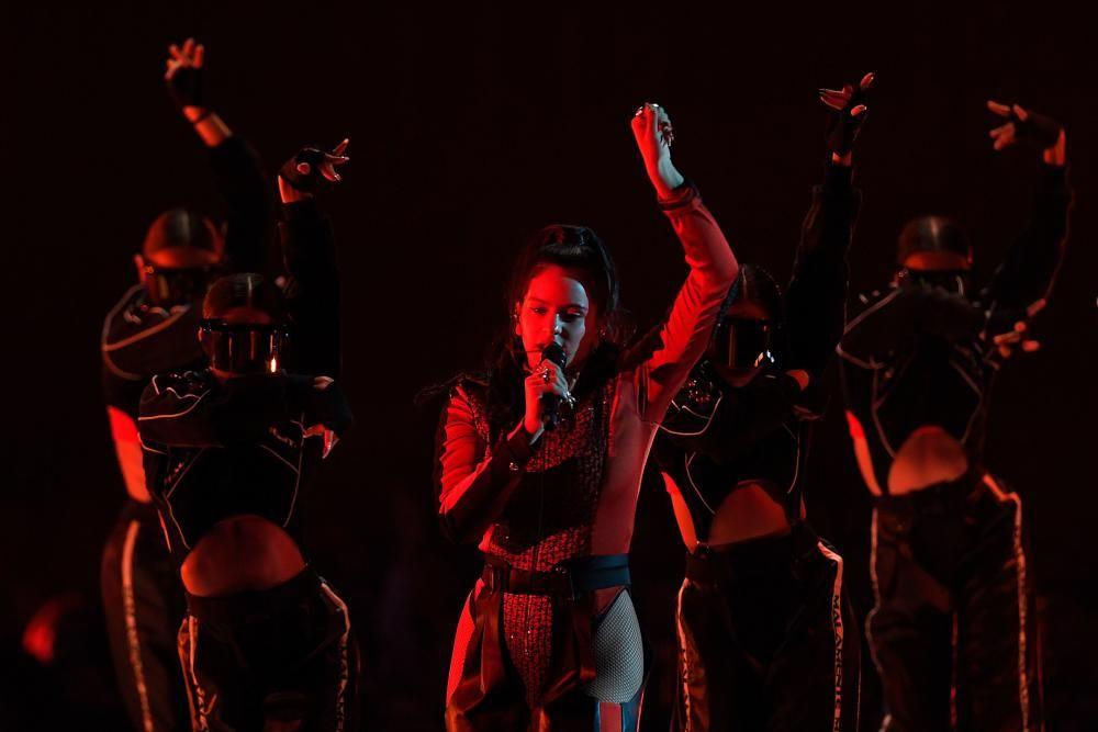 Actuación de la cantante española Rosalia. Photo by LLUIS GENE / AFP