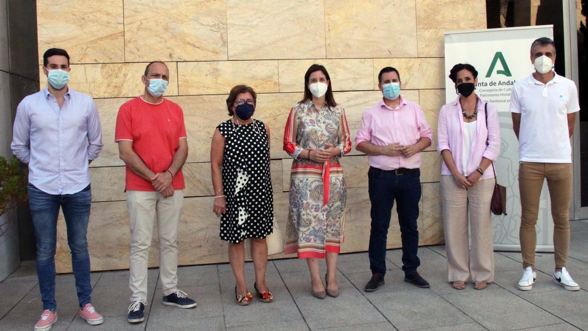 La delegada de Cultura y Patrimonio Histórico de la Junta de Andalucía en Córdoba, Cristina Casanueva (centro), en la presentación de la Red Andaluza de Teatros de Andalucía en la provincia.