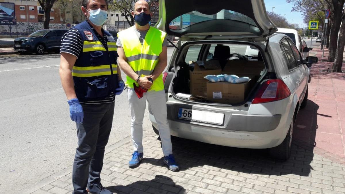 El Ayuntamiento de Lorca vuelve a repartir hoy mascarillas entre los usuarios del transporte urbano y trenes