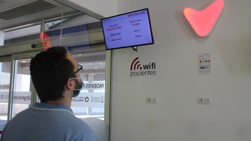 Luces que sustituyen sonidos para las personas sordas en el Hospital del Vinalopó de Elche
