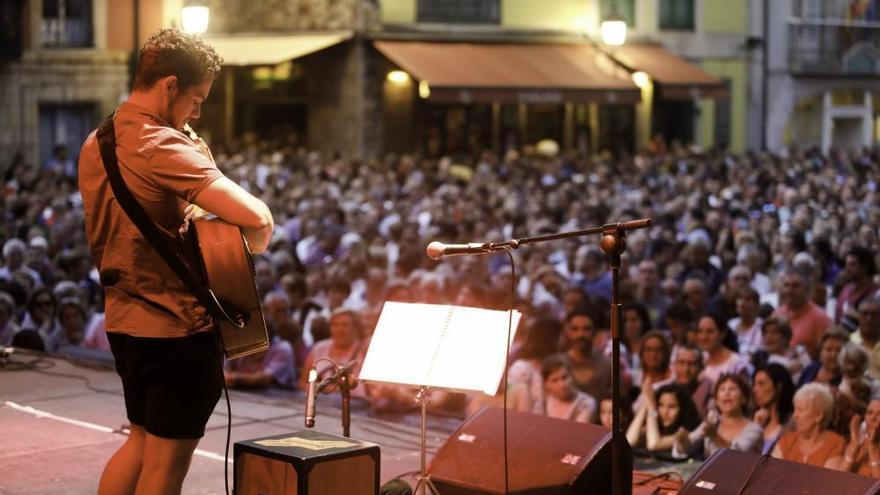 Oskar Proy en Gijón: así fue su aplaudida actuación en la plaza Mayor