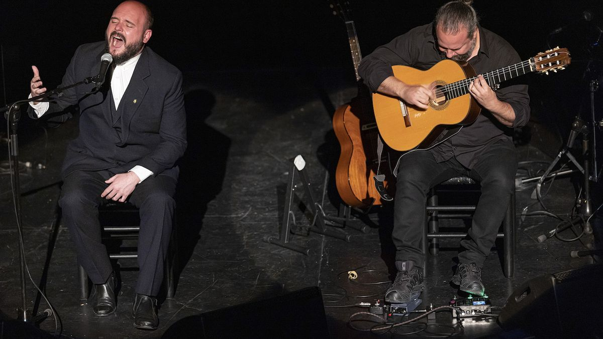 El Niño de Elche junto a Raúl Cantizano, ayer en Les Arts