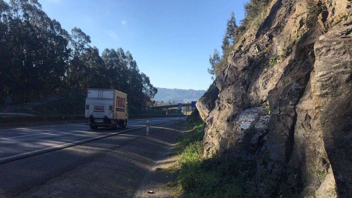 Laderas de montaña con rocas desprendidas sin protección