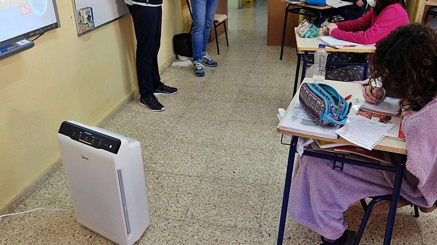 Los purificadores de aire para las aulas llegan con retraso y son insuficientes