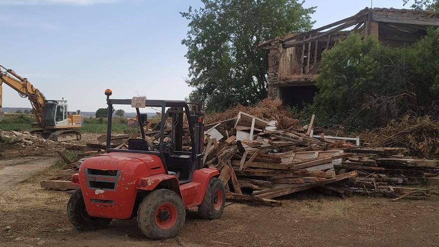 Apudepa denuncia el derribo de una granja centenaria en Almudévar