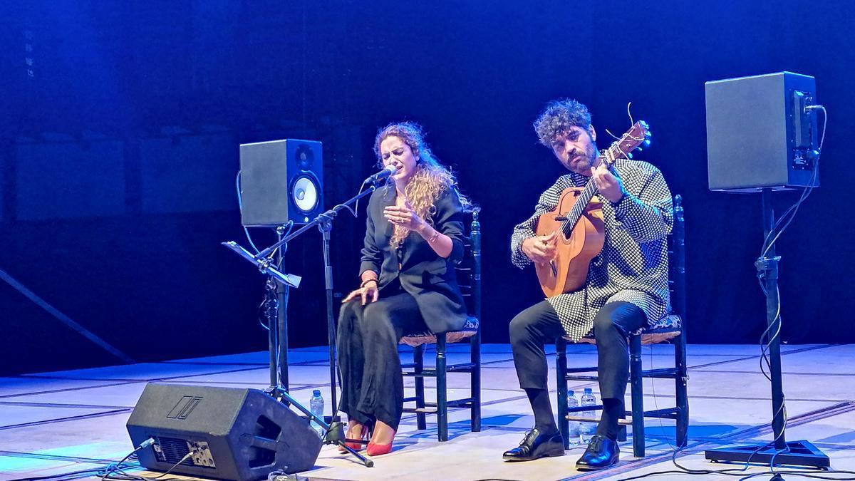 Alba Molina y Joselito Acedo interpretan una de las canciones elegidas para el concierto de Toro