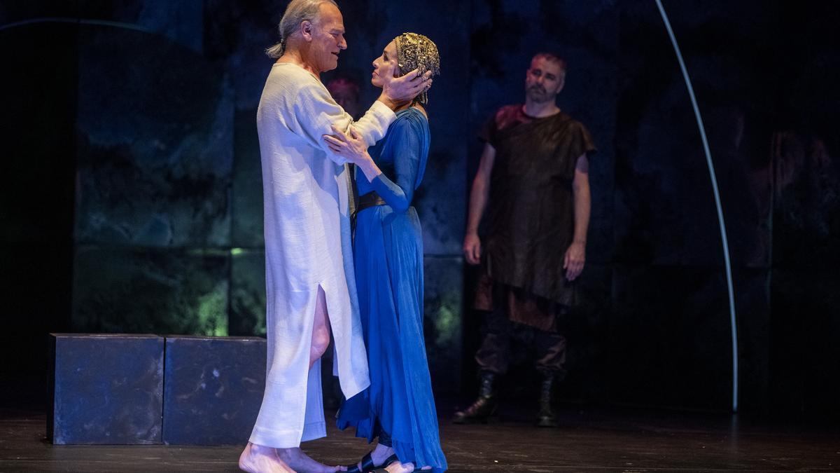 Lluís Homar y Ana Belén, en una representación de 'Antonio y Cleopatra' en el Festival de Almagro.