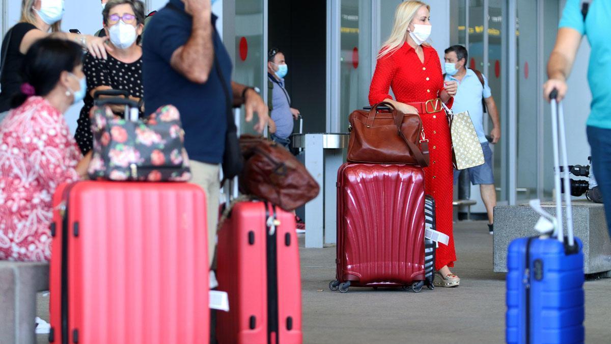 Turistas, esta semana en el aeropuerto de Málaga.