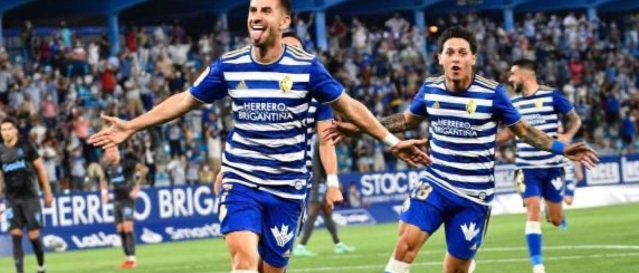 Daniel Ojeda Saranova celebra su tanto ante el Girona en El Toralín, el 28 de agosto, gracias a un tiro que tocó en Juanpe.  | | LP/DLP