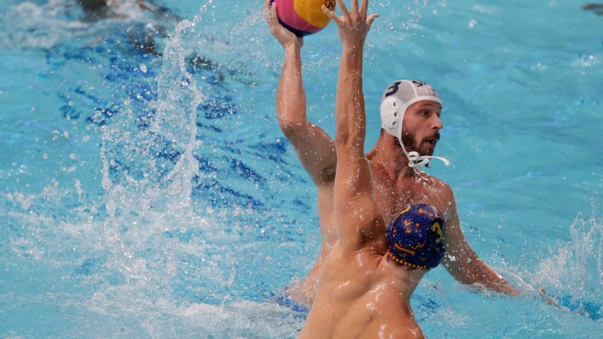 La selección de waterpolo debuta con victoria ante Serbia
