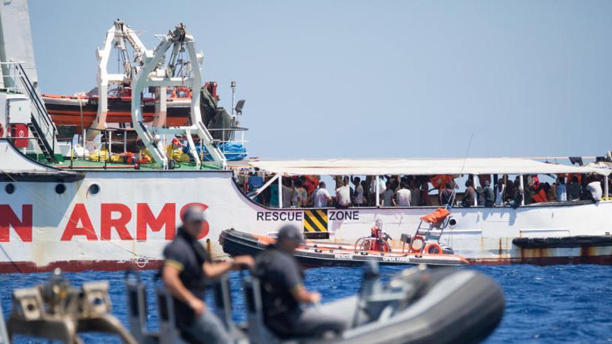 Open Arms pide traer a los inmigrantes a España en avión