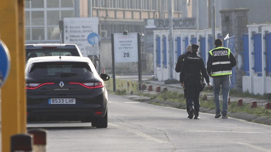 Tres detenidos tras la intervención policial en las fábricas de Alu Ibérica