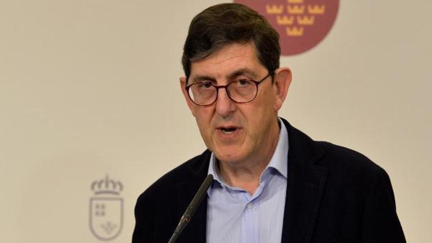 Villegas y otros altos cargos de la Consejería se ponen la vacuna contra la covid