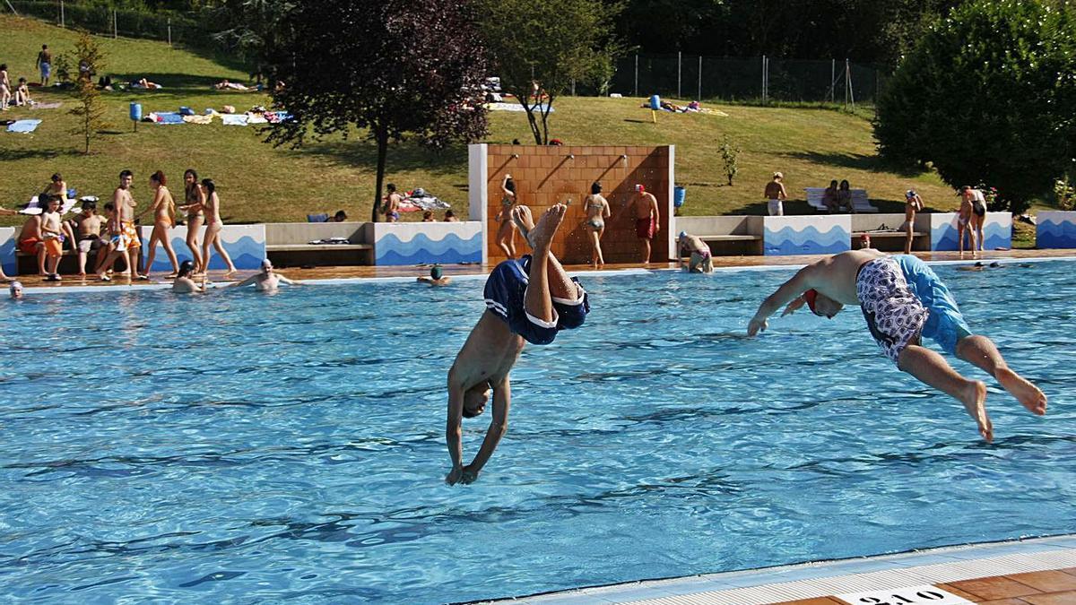 Bañistas en las piscinas de Pénjamo cuando estaban abiertas, hace más de una década.