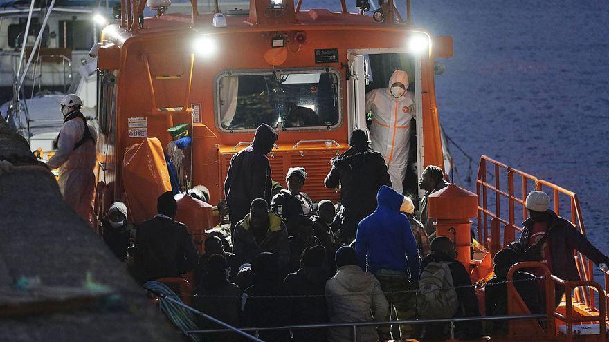 Llegan a Canarias dos pateras con 60 migrantes