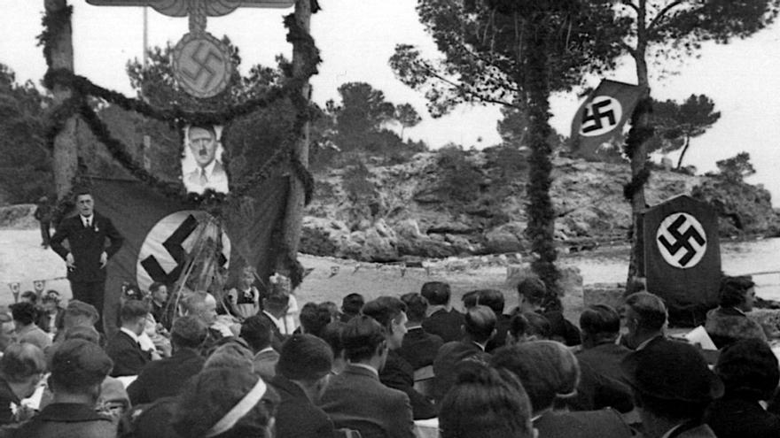 Mitin nazi en la costa de Mallorca, la foto que desempolvó la hija del cónsul
