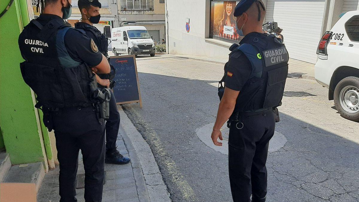 Agents de la Guàrdia Civil a la Jonquera