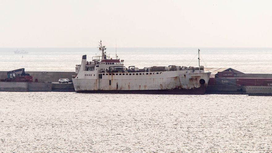Desembarcan en Cartagena los terneros del barco Karim Allah