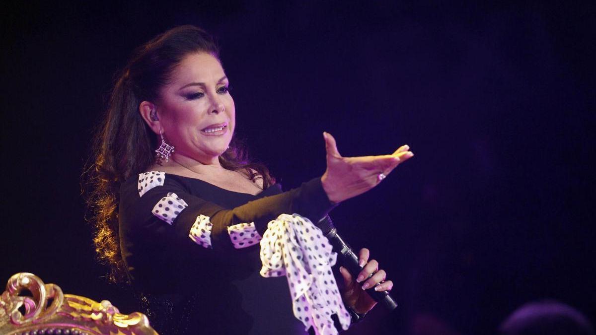 La cantante Isabel Pantoja durante un concierto