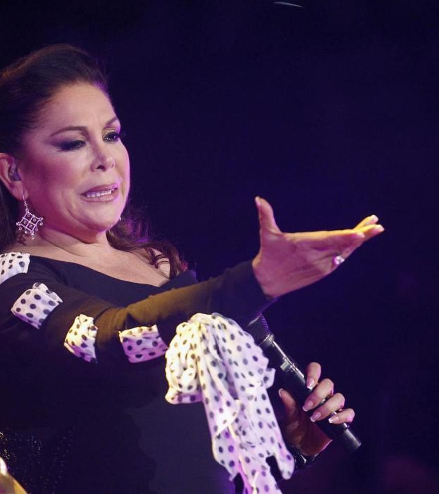 Isabel Pantoja se niega a responder al requerimiento notarial de Fran y Cayetano Rivera