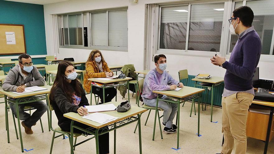 Educación para adultos bajo mínimos en Vigo