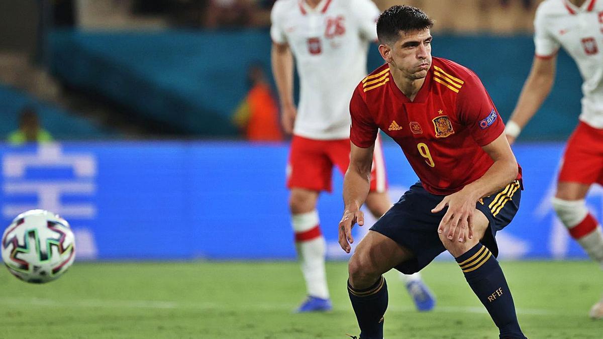 Gerard Moreno, tras el lanzamiento del penalti contra Polonia.    // KIKO HUESCA