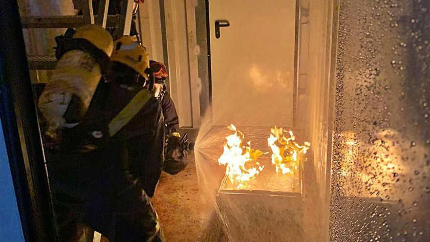 Quince aspirantes a bomberos se forman en Formentera