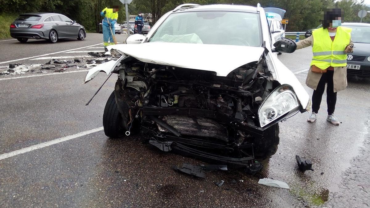 El vehículo accidentado en Oviedo.