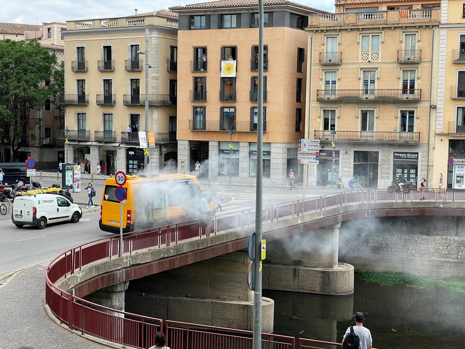 S'incendia un bus urbà al centre de Girona