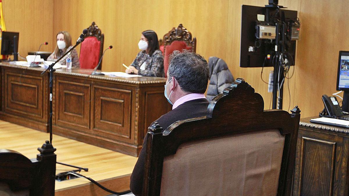 J.A.F., acusado de un delito de integridad moral, en el Juzgado de lo Penal 1 de Ourense.  | // I.OSORIO