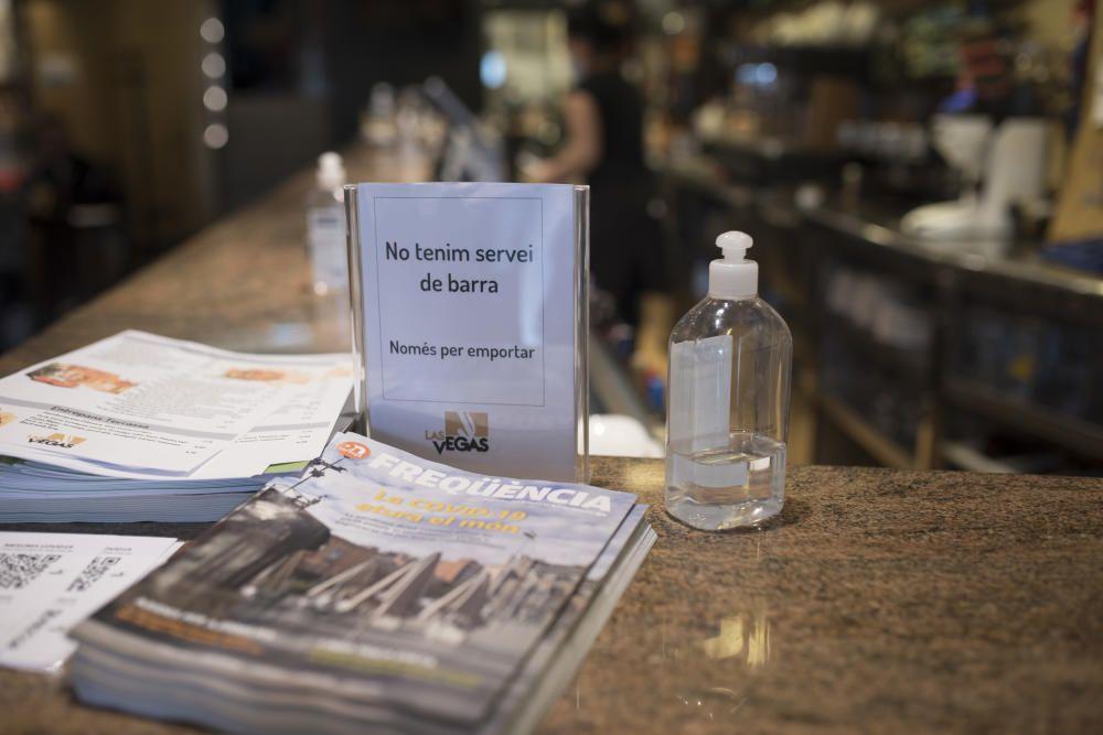 Els restaurants ofereixen gel desinfectant als seus clients.