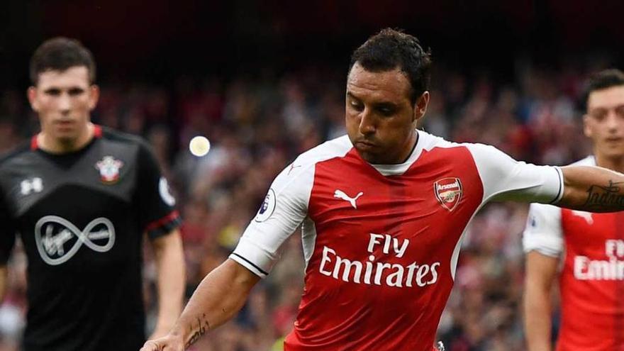 Cazorla, de penalti, da la victoria al Arsenal