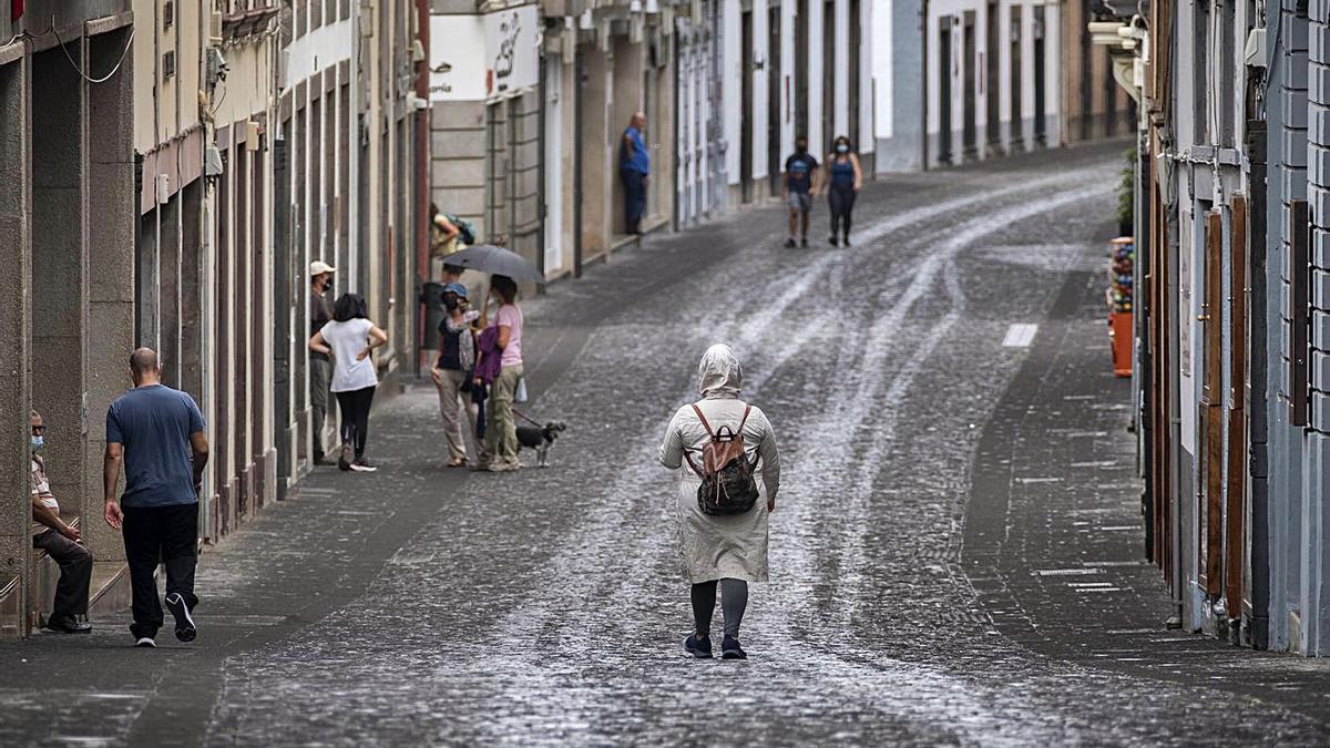 A street full of ash in Santa Cruz de La Palma, in an image of desolation.  |  |  ARTURO RODRÍGUEZ