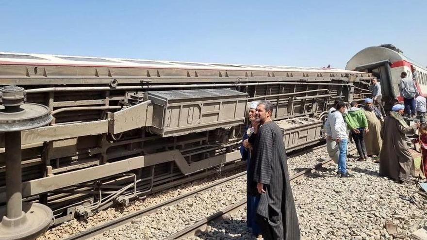 Almenys 32 morts i 66 ferits en el xoc de dos trens al sud d'Egipte