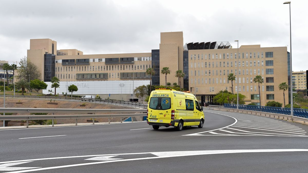 Ambulance next to Doctor Negrín hospital