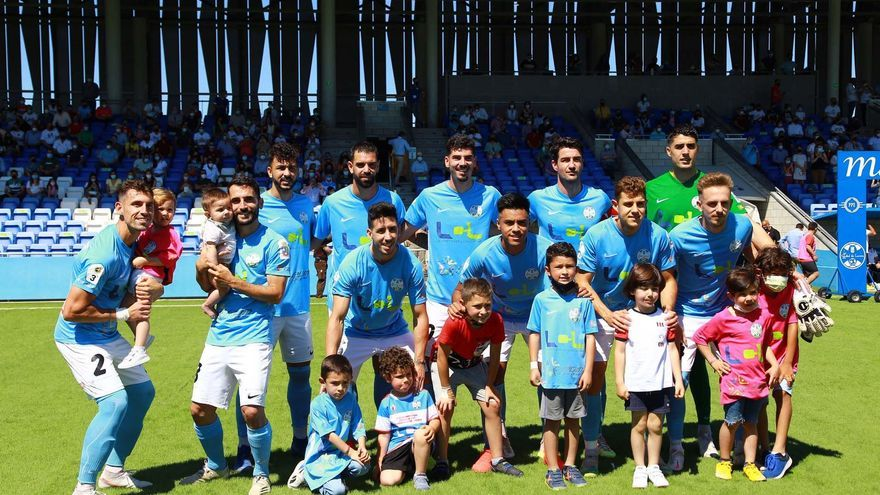 El Ciudad de Lucena da un festival de goles y se queda a punto de ascender