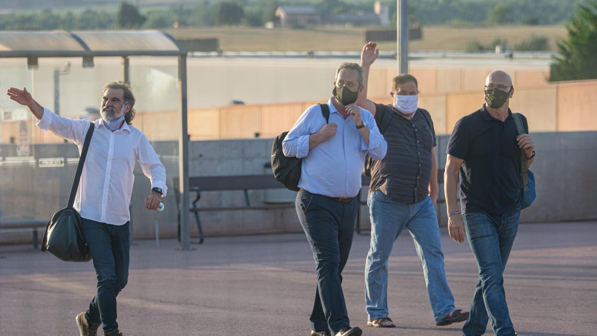 Los presos independentistas entrando en la prisión de Lledoners.