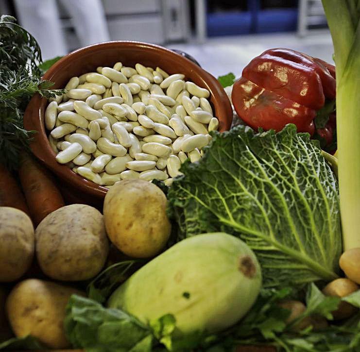 Faba fresca de Grandas de Salime, junto a otras hortalizas y tubérculos.