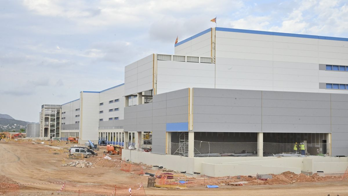 Imagen parcial del centro logístico que Amazon ultima en Onda.