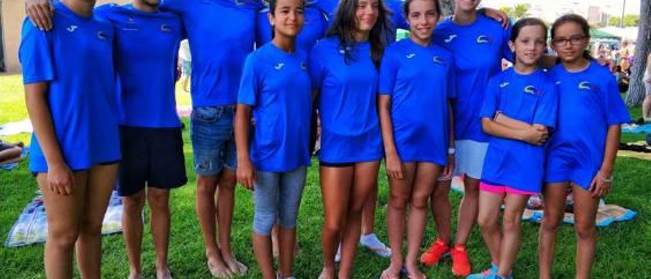 Los nadadores del Club Natació Xàtiva en el Trofeo Delfín celebrado en València.