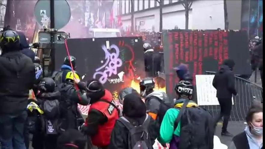 Nuevos incidentes en la protesta en París contra la Ley de Seguridad