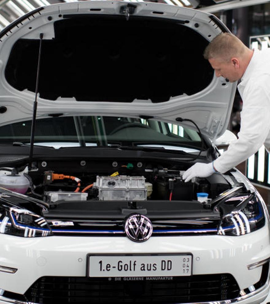 Volkswagen llama a revisión el Golf 8 por un error en el software