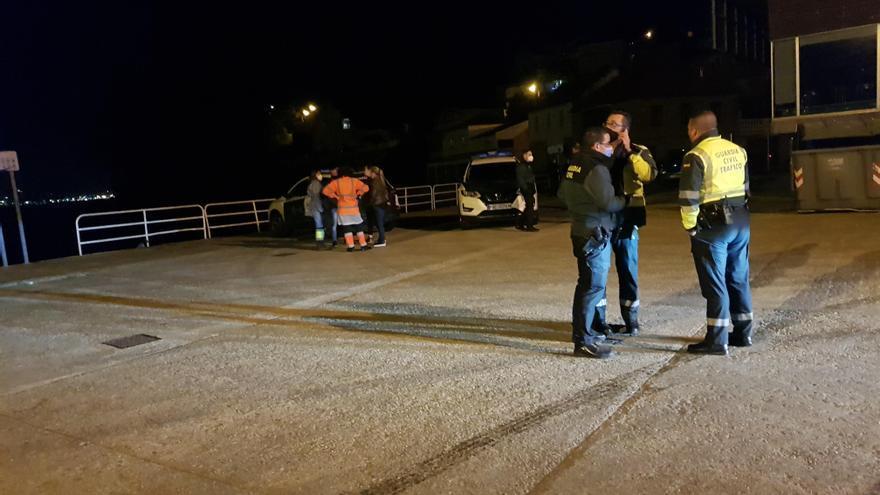 Muere el joven que cayó con el coche desde el muelle de Domaio