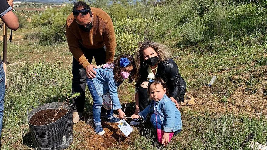 Alameda planta un árbol  por cada niño nacido en el pueblo entre 2018 y 2020