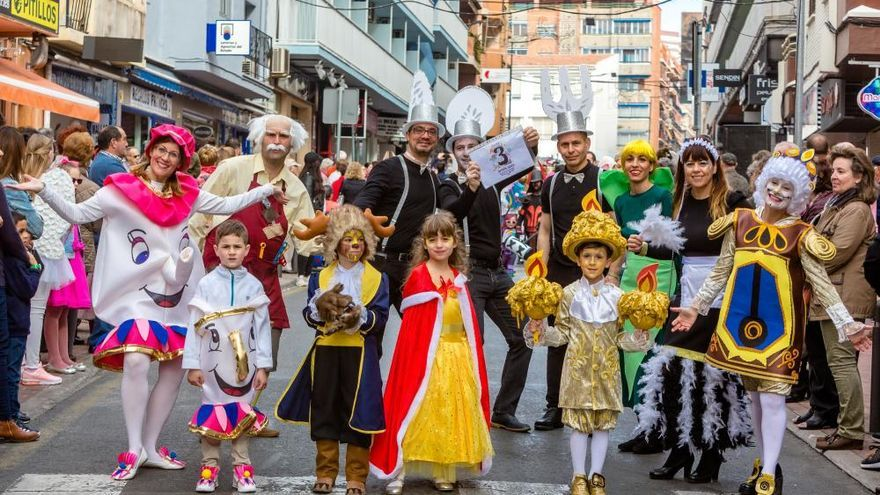 Los más pequeños desfilan en el Carnaval Infantil de Benidorm