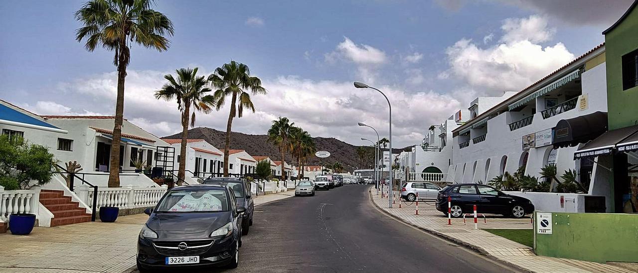 Apartamentos de la avenida de Los Guaires, en Patalavaca, en el municipio de Mogán. | | LP/DLP