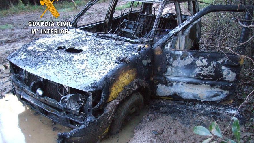 Causan un incendio en un vehículo en Grado para poder robar un coche en el parque de Bomberos