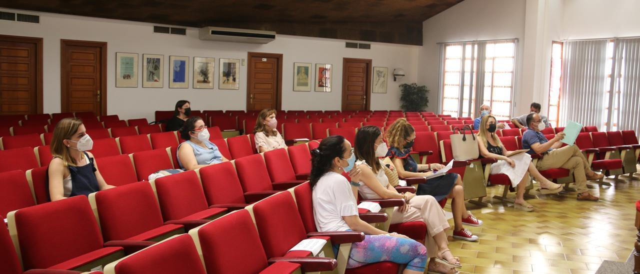Participantes en la reunión celebrada ayer en l'Alcúdia.